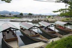 Pierren av Arashima med några fartyg royaltyfri fotografi