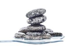 Pierres équilibrées de zen Photographie stock