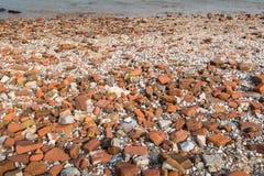 Pierres arrondies lavées à terre Image libre de droits