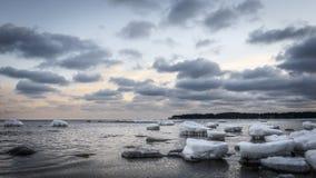 Pierres congelées au lever de soleil Images libres de droits