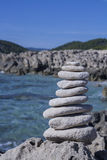 Pierres d'Ibiza faisant l'équilibre images stock