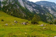 Pierres de Boulder dans Koenigssee, Konigsee, parc national de Berchtesgaden, Bavi?re, Allemagne image libre de droits