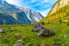 Pierres de Boulder dans Koenigssee, Konigsee, parc national de Berchtesgaden, Bavi?re, Allemagne images libres de droits