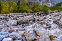 Pierres de Boulder dans Koenigssee, Konigsee, parc national de Berchtesgaden, Bavi?re, Allemagne photo libre de droits