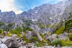 Pierres de Boulder dans Koenigssee, Konigsee, parc national de Berchtesgaden, Bavi?re, Allemagne photographie stock