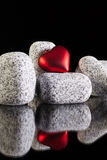 Pierres de granit et symbole d'amour Photo stock