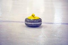 Pierres de granit pour se courber sur la glace photos stock