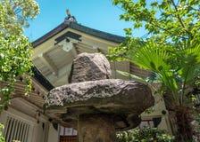 Pierres de jardin dans le tombeau, Osaka, Japon Photographie stock libre de droits