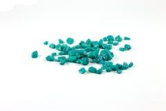 Pierres de turquoise de placer sur le fond blanc photo libre de droits