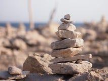 Pierres de zen avec une vue Photo stock
