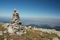 Pierres empilées vers le haut sur la montagne Photo libre de droits