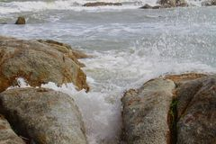 Pierres en mer Photos libres de droits