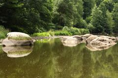 Pierres en rivière Photos stock