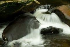 Pierres et fleuve Photographie stock