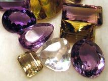 Pierres gemmes facettées Photos libres de droits
