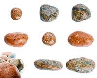 Pierres humides de mer d'isolement sur le fond blanc Ensemble de pierres de mer Photographie stock