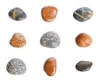 Pierres humides de mer d'isolement sur le fond blanc Ensemble de pierres de mer Image stock