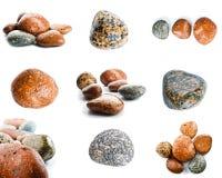 Pierres humides de mer d'isolement sur le fond blanc Ensemble de pierres de mer Photo stock