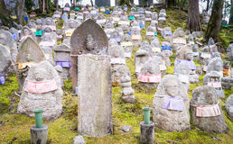 Pierres japonaises de tombe de bouddhisme photos libres de droits
