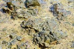 Pierres, montagne de l'Île d'Elbe, l'eau, fond abstrait naturel Photographie stock