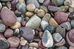 Pierres multicolores dans la crique Pacifique Wyoming photos stock