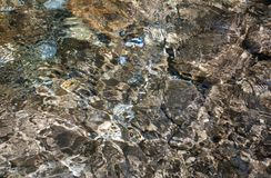 Pierres sous l'eau Photos stock