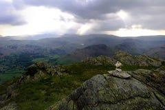 Pierres sur la roche de sommet Images stock