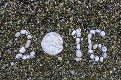 Pierres sur le plan rapproché de sable An neuf 2016 Plage Copiez l'espace Image libre de droits
