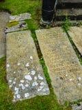 Pierres tombales antiques à l'église paroissiale de St Mary's dans Alderley bas Cheshire images libres de droits