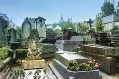 Pierres tombales au cimetière de Montmartre à Paris, France photos stock