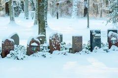 Pierres tombales dans la neige Images libres de droits