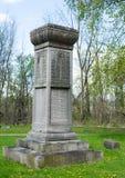 Pierres tombales dans un cimetière Photographie stock libre de droits