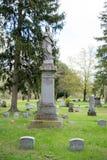 Pierres tombales dans un cimetière Images libres de droits