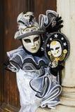 Pierrot掩没了女孩 免版税库存图片