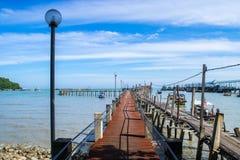 Piers mit vielem Boot für Touristen im Nationalpark Lizenzfreie Stockfotos