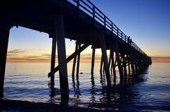 Piersilhouet bij zonsondergang Royalty-vrije Stock Fotografie