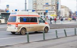 Pierwszej pomocy samochodowego jeżdżenia bardzo ambulansowy post Fotografia Stock