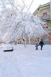 Pierwszy śnieg w mieście Miecielica na wigilii i śnieżyca Wielki tło Obraz Stock