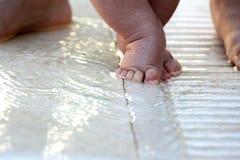 pierwszy dziecko kroki s Zdjęcie Stock