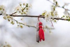 Pierwszy kwitnie w migdałowym drzewie z Balkan zabawkami zdjęcie royalty free