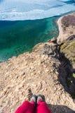 Pierwszy osoba odrywał się falezę w morzu Zdjęcia Stock