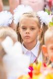 Pierwszy równiarka męczył kolega z klasy w tłumu przy pierwszy linią Wrzesień Zdjęcia Royalty Free