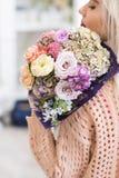 Pierwszy romantycznego daktylowego bukieta delikatni kwiaty zdjęcie royalty free