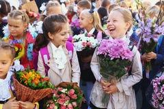 Pierwszy stopnia szkoły dzieciaki na ich pierwszy dniu powszednim Fotografia Royalty Free