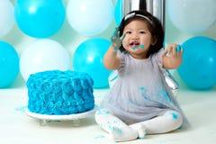 Pierwszy urodzinowego torta upadanie Zdjęcie Royalty Free