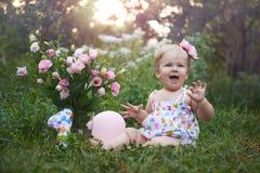 Pierwszy urodzinowy świętowanie na ciepłym lato wieczór Zdjęcie Stock