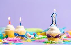 Pierwszy urodzinowy świętowanie temat z babeczki świeczką Zdjęcia Royalty Free