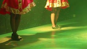 Pies de bailarines en etapa durante funcionamiento