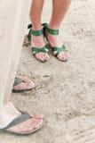 Pies de la boda en la playa Imágenes de archivo libres de regalías