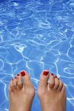 Pies de la piscina Imagenes de archivo